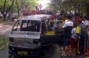 Diduga Konslet Mobil Angkot Hangus Terbakar