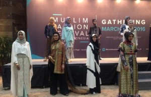 Jelang Puasa Ratusan Desainer Pamerkan Fashion Muslim