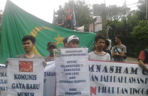 Massa GPI Satroni Festival Belok Kiri di LBH Jakarta
