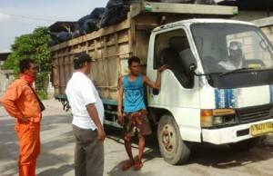 Truk Pembuang Sampah Di Kapuk Muara, Tertangkap OTT