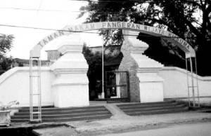 Genangan Air 20 Cm Depan Makam Pangeran Wijaya Kusuma