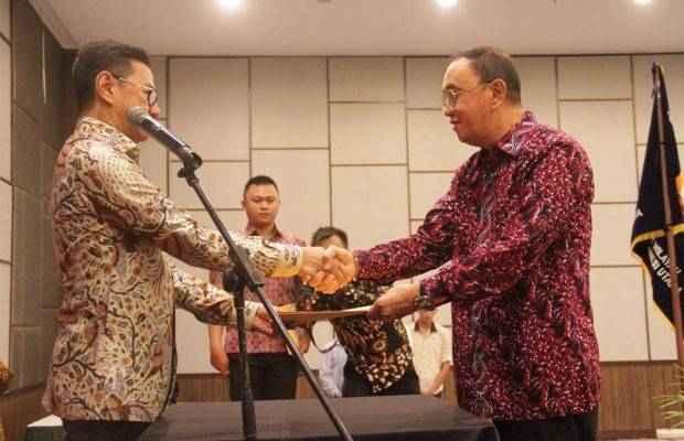 Heru Dewanto Lantik Royke Roring Ketua Persatuan Insinyur Sulut ...